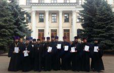 Чотирнадцять священиків Волинської єпархії УПЦ отримали дипломи про вищу освіту